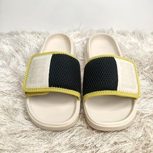New UGG Slippers sz 6